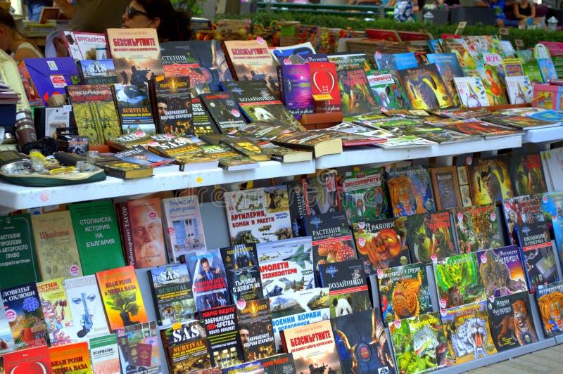 Kolorowy książkowy stojak fotografia stock