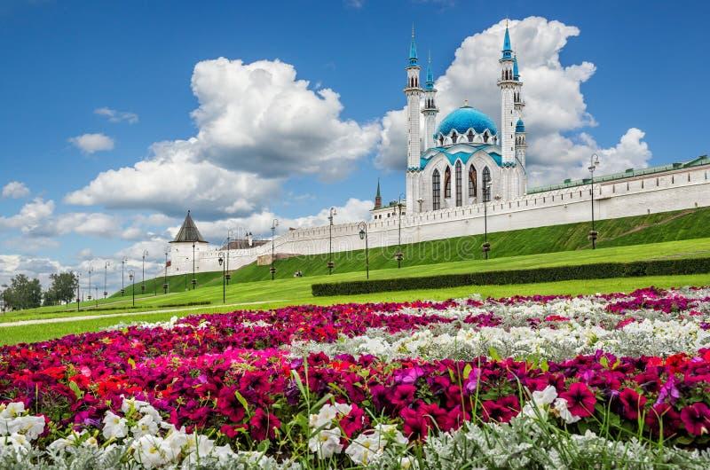 Kolorowy kwiatu łóżko w Kazan fotografia royalty free