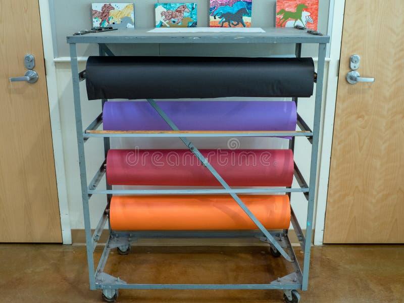 Kolorowy masarka papier w sala lekcyjnej fotografia royalty free