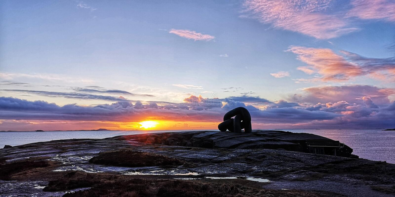 Kolorowy niebo i piękny zmierzch w Kvernevik, Hafrsfjord, Rogaland, Norwegia obraz royalty free