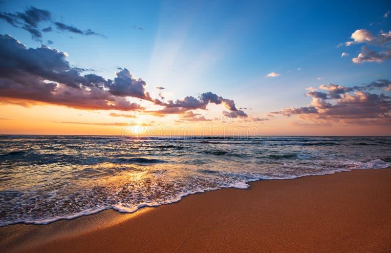 Kolorowy ocean plaży wschód słońca obrazy royalty free