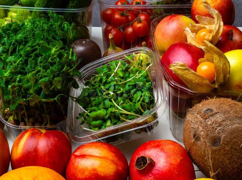 Kolorowy owoc i warzywo tło, bogactwo w witaminach fotografia royalty free