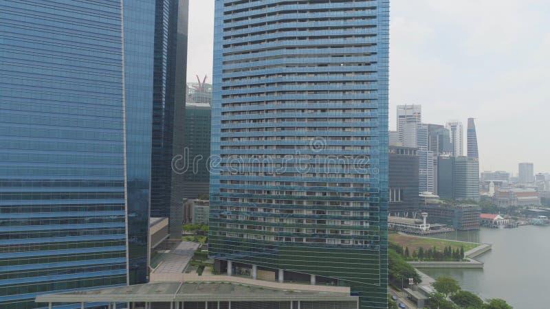 Kolorowy pejzaż miejski Singapur od dachu strzał futurystyczni drapacze chmur Odgórny widok centrum finansowe fotografia stock