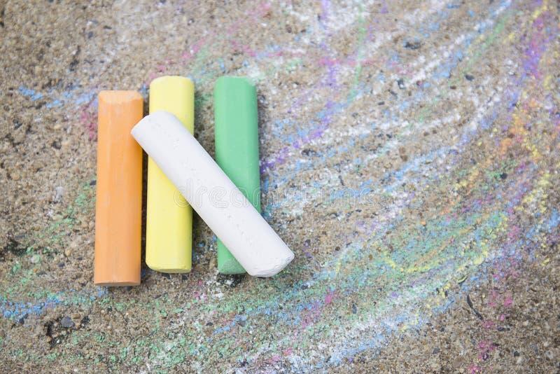 Kolorowy pisze kredą na ulicie fotografia stock