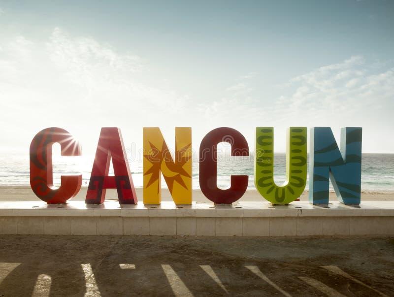 Kolorowy podpisuje wewnątrz Cancun, Meksyk obraz royalty free