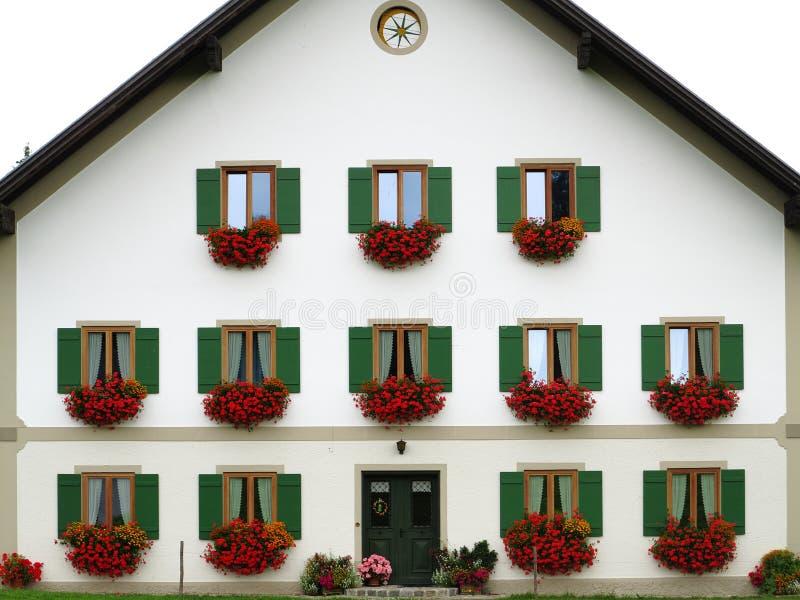 Kolorowy projekt przy bielu domu przodem zdjęcie royalty free