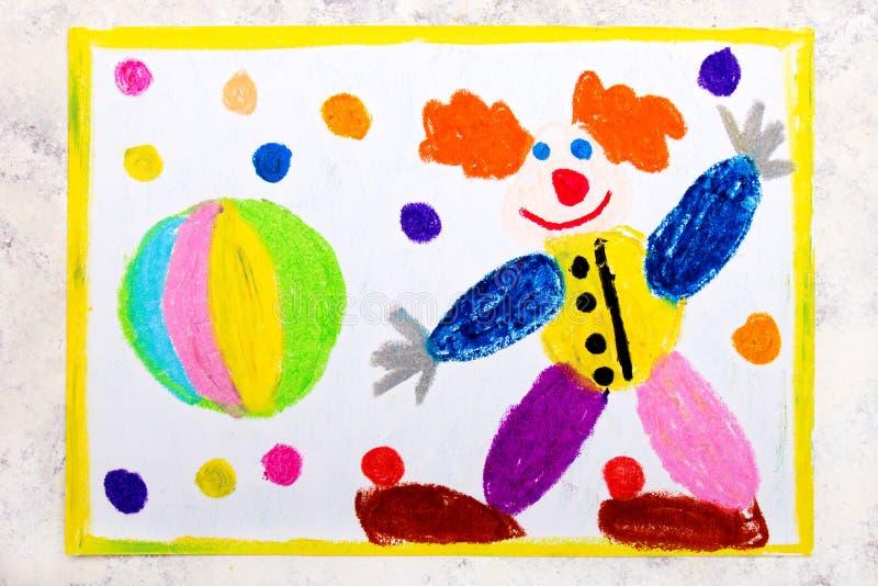 Kolorowy ręka rysunek: Życzliwy uśmiechnięty błazen i piłka ilustracja wektor