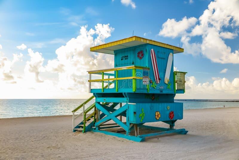 Kolorowy ratownika wierza w południe plaży, Miami plaża obraz royalty free
