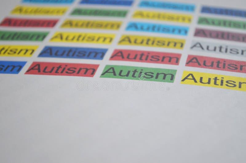 Kolorowy słowo autyzm, zamyka up zdjęcie royalty free