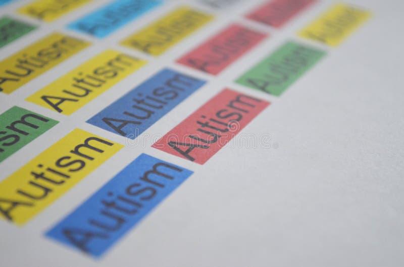 Kolorowy słowo autyzm, zamyka up zdjęcia stock