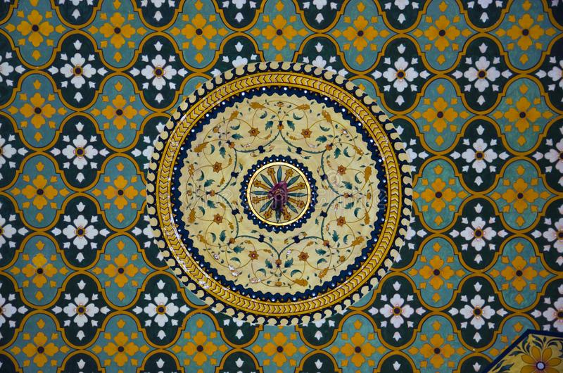 Kolorowy sufit, Raju Vilas palace hotel, Jaipur, Rajasthan, India obrazy stock