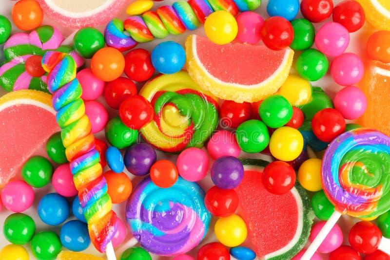 Kolorowy tło asortowani cukierki obrazy royalty free