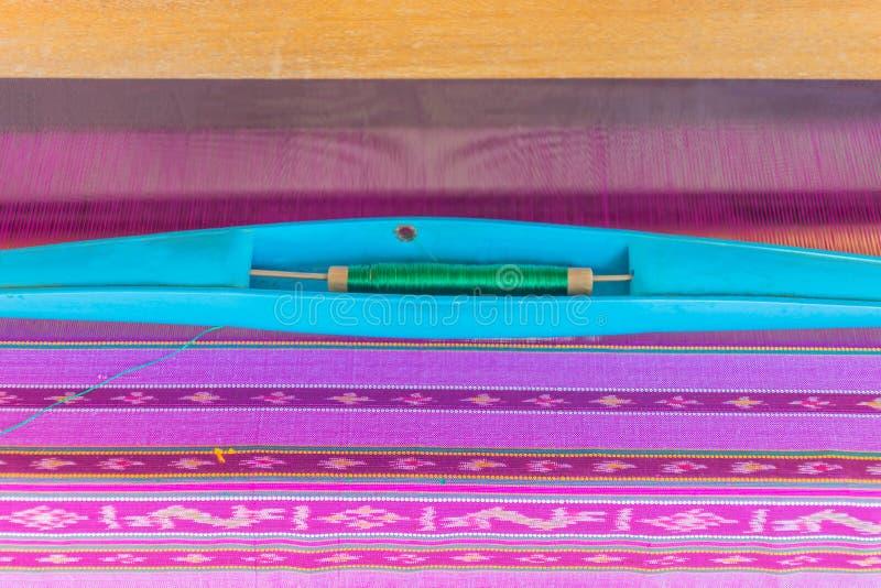 Kolorowy Tajlandzki jedwab, Tajlandzka jedwabnicza przędza Tajlandzka tradycyjna tkactwo praca nawierzchniowa tekstura Tajlandzki zdjęcia royalty free