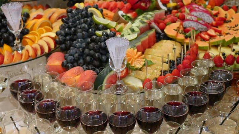 Kolorowy Tropikalnej owoc ślubny bufet fotografia royalty free