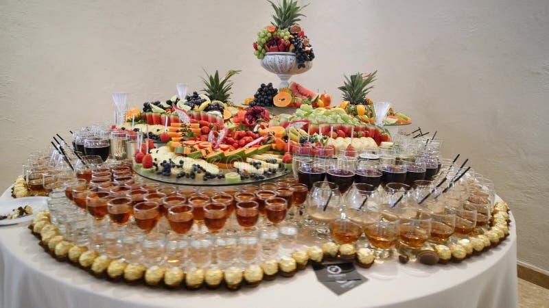 Kolorowy Tropikalnej owoc ślubny bufet obraz royalty free