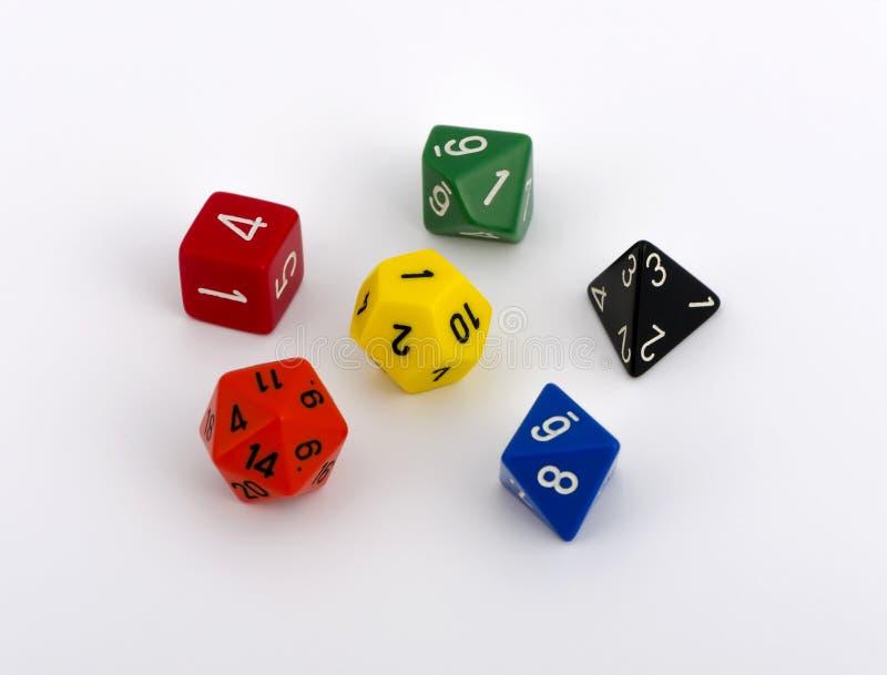 Kolorowy wielo- popierający kogoś kostka do gry bielu tło obrazy stock