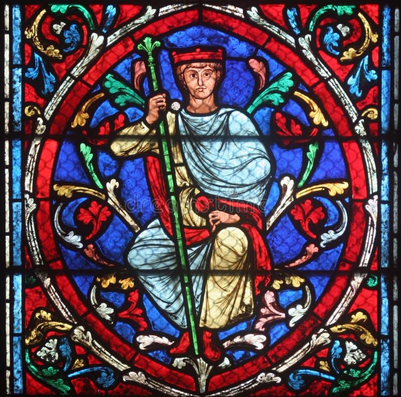 Kolorowy witrażu okno w Katedralny notre dame de paris zdjęcia stock