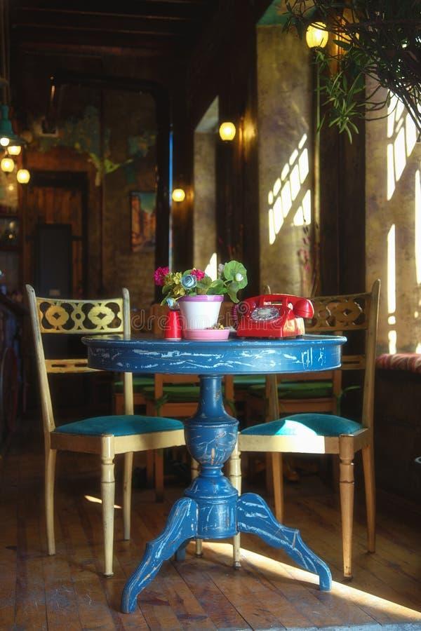 Kolorowy wnętrze kawiarnia, dekorujący w retro stylu przy Balat obraz royalty free