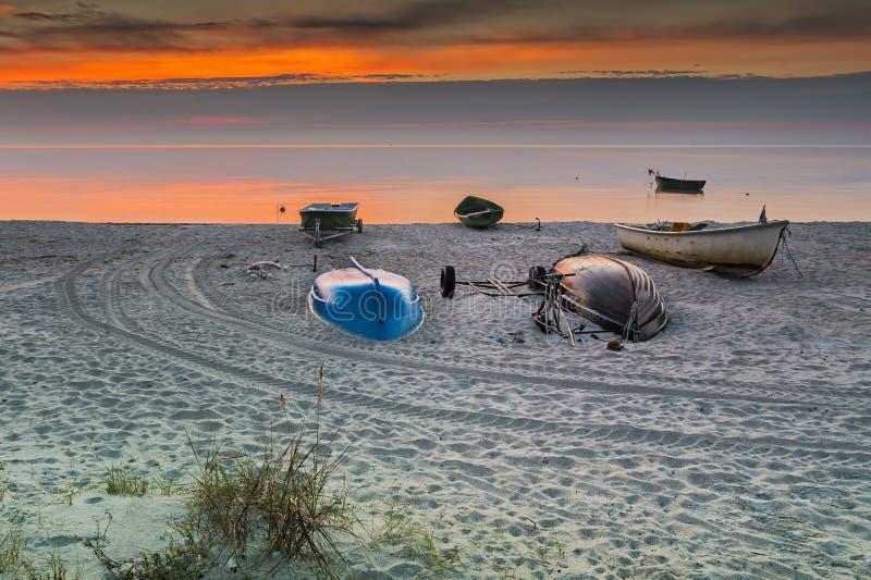 Kolorowy wschód słońca przy wioską rybacy, morze bałtyckie zdjęcie royalty free