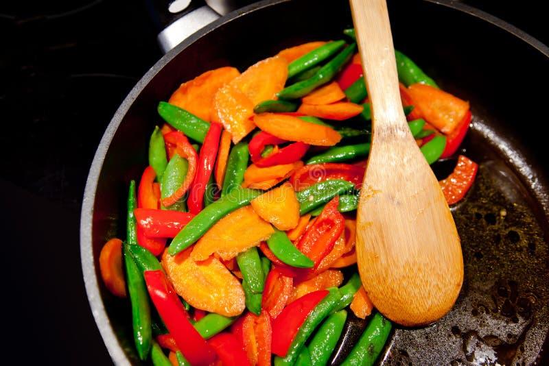 Kolorowy Zdrowy weganinu jedzenie w niecce fotografia stock