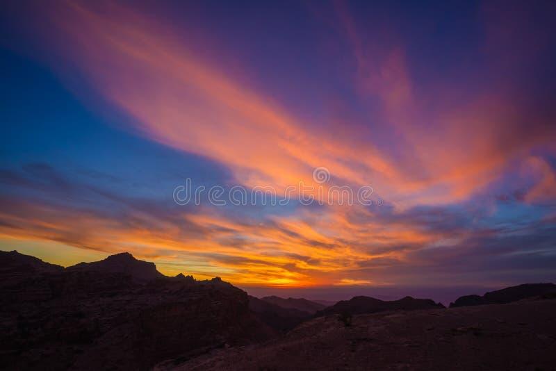 Kolorowy zmierzch nad antycznym Petra fotografia royalty free