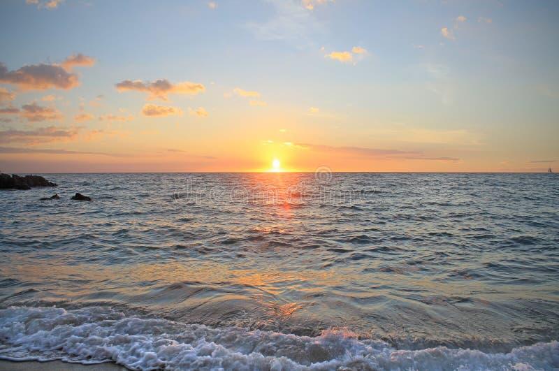 Kolorowy zmierzch nad oceanem spokojnym na Hawaje obrazy stock