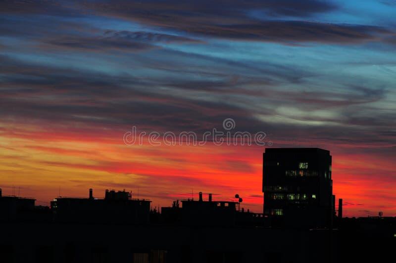 Kolorowy zmierzch nad Wrocławską miasto linią horyzontu obraz stock