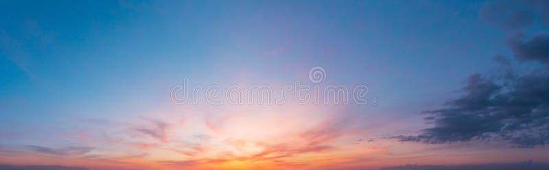 Kolorowy zmierzchu zmierzchu niebo fotografia stock