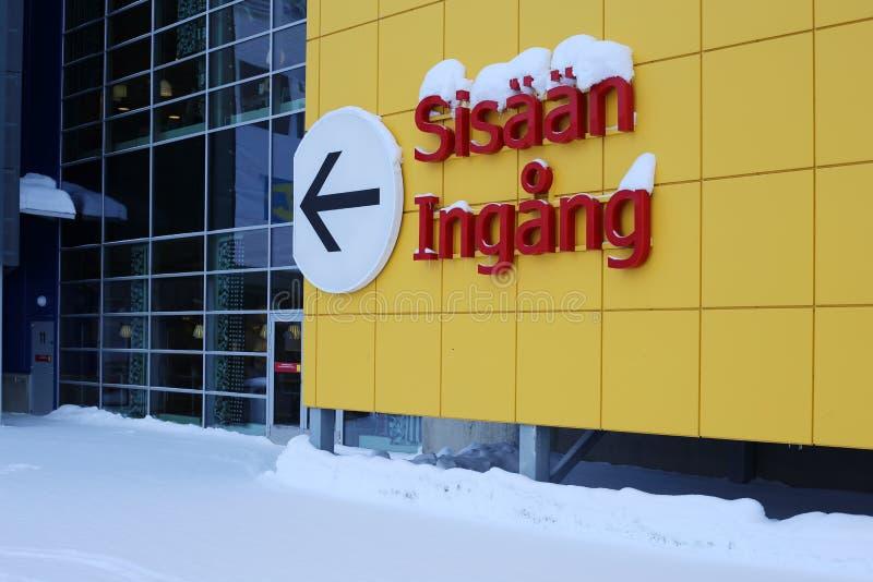 Koloru żółtego wejścia i ściany znak Ikea obraz stock