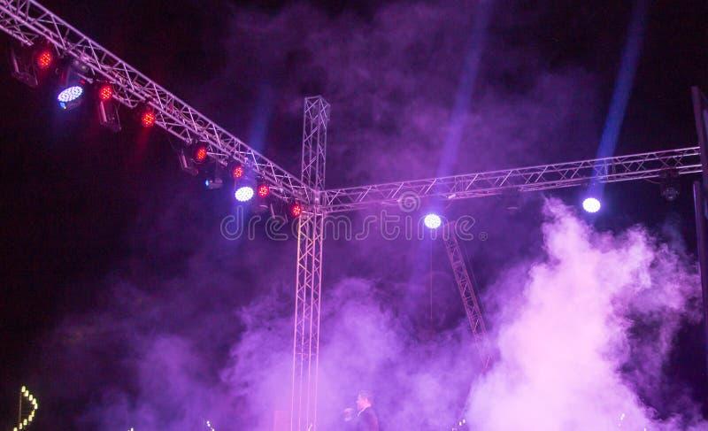 Koloru reflektor przy koncertem przy nocą obrazy royalty free