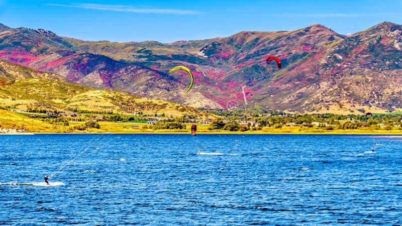 Kolory upadku na wzgórzach otaczających Zbiornik Jelenia Creek niedaleko Provo zdjęcia royalty free