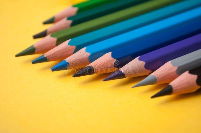 koloryt ołówki na żółtym tle obrazy royalty free