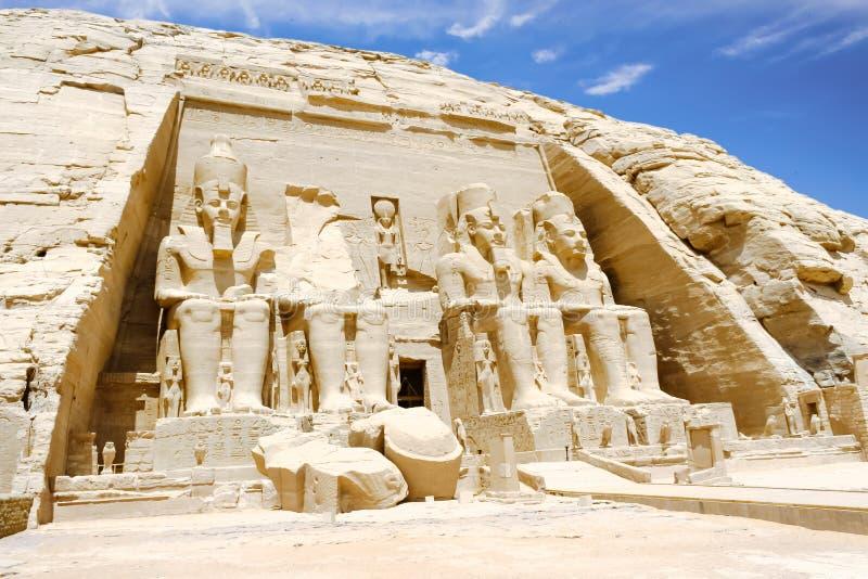 Koloss av den stora templet av Ramesses II, Abu Simbel, Egypten royaltyfria bilder