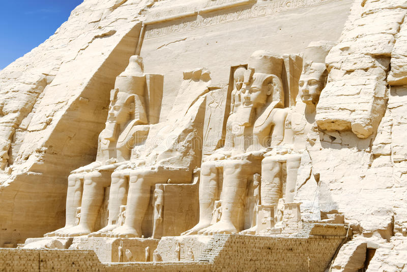 Koloss av den stora templet av Ramesses II, Abu Simbel, Egypten royaltyfri bild