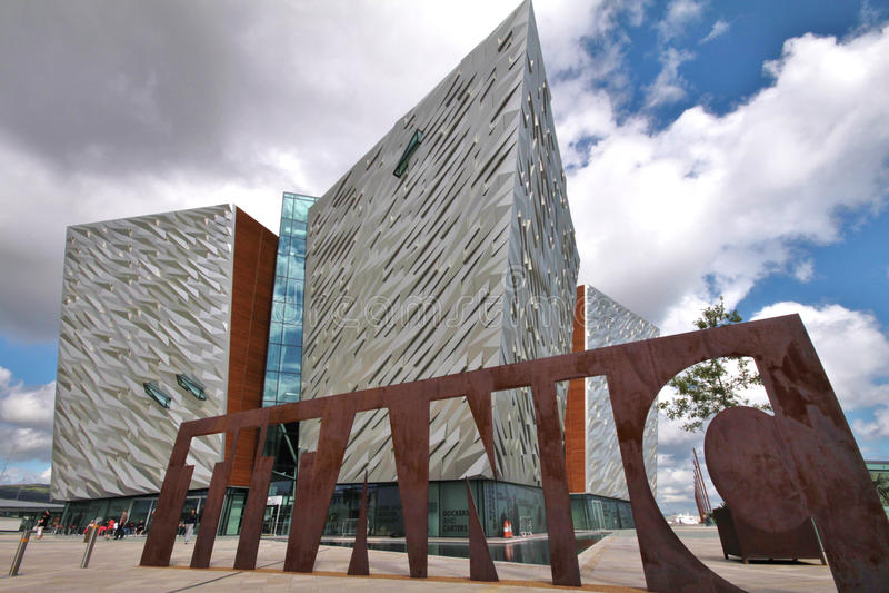 Kolossaal Museum en bewolkte hemel, Belfast royalty-vrije stock afbeeldingen
