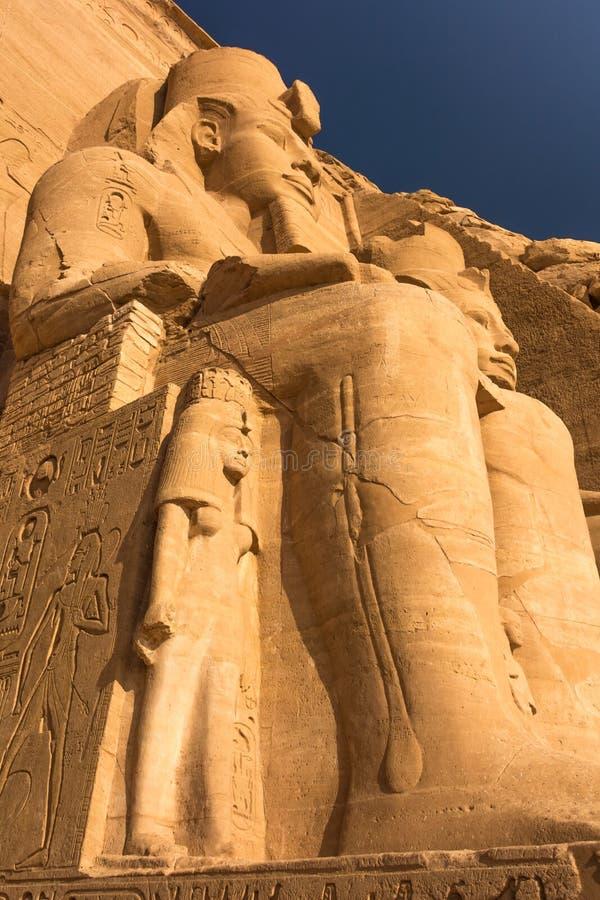 Kolossale standbeelden van Ramses II, Abu Simbel, Egypte stock afbeelding