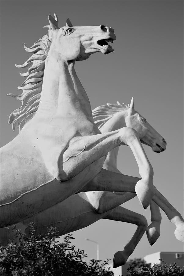 Kolossale Statue von Pferden lizenzfreies stockbild