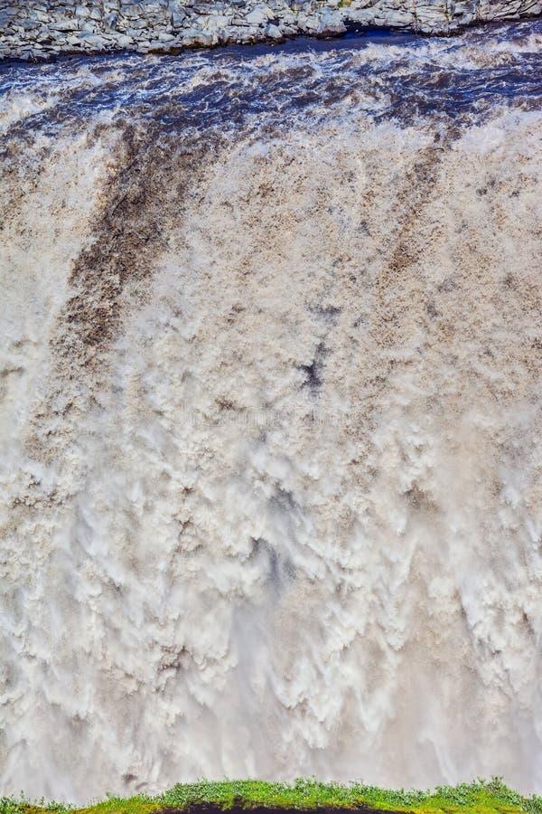 Kolossaler Brüllenwasserfall Dettifoss stockfotos