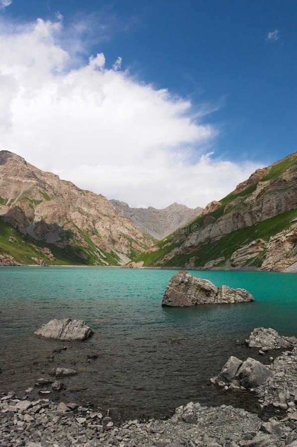 koltor吉尔吉斯斯坦湖 库存照片