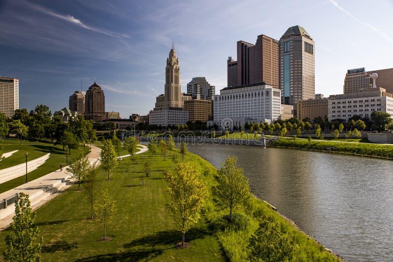 Kolumb Ohio linia horyzontu i Scioto ranku Rzeczny widok, zdjęcia stock