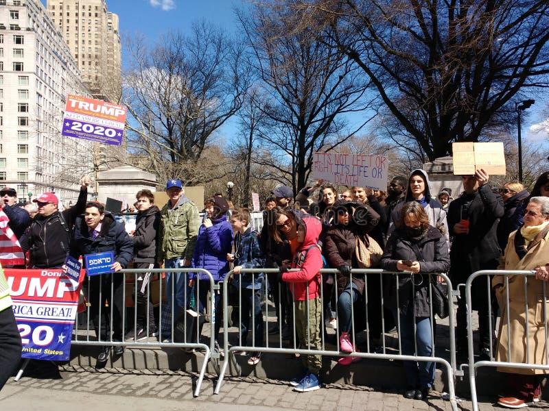 Kolumb okręgu protesta tłum, Marzec dla Nasz żyć, NYC, NY, usa obraz royalty free