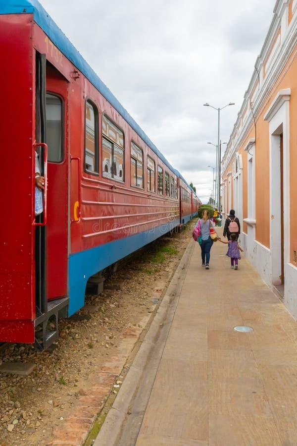Kolumbia Cajica pociąg opuszcza dla Bogota obraz royalty free