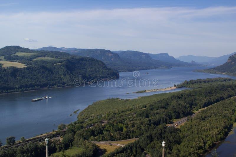 Download Kolumbia rzeka i naczynie zdjęcie stock. Obraz złożonej z columbia - 41950812