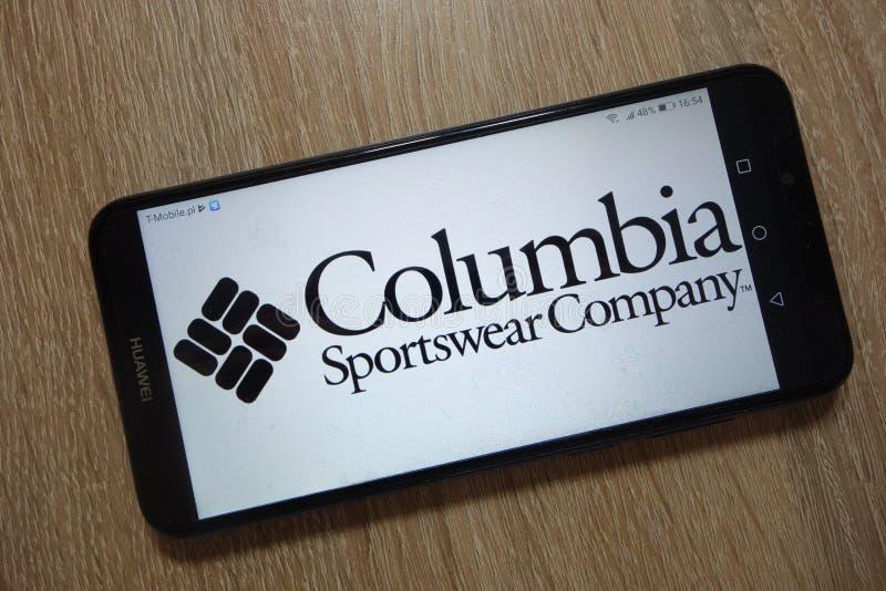 Kolumbia Sportswear Firma logo wystawiający na smartphone zdjęcia royalty free