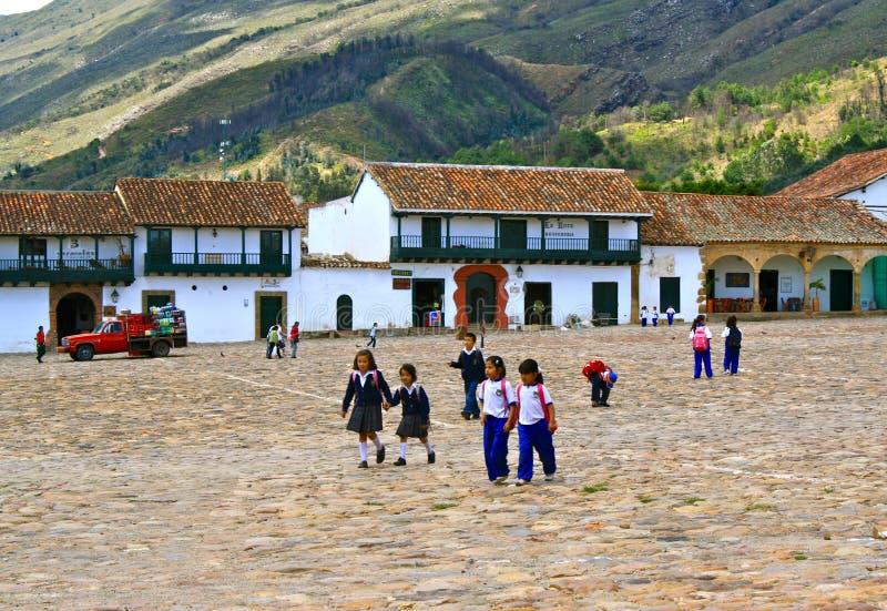Kolumbianische Schulkinder, Hauptpiazza Landhaus d Leyva stockbild