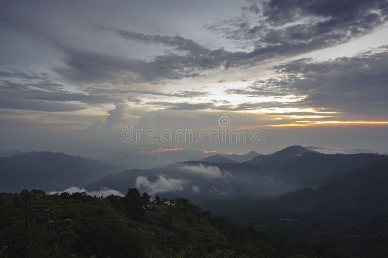 Kolumbien - Dämmerung über der Sierra Nevadade Santa Marta stockfotografie