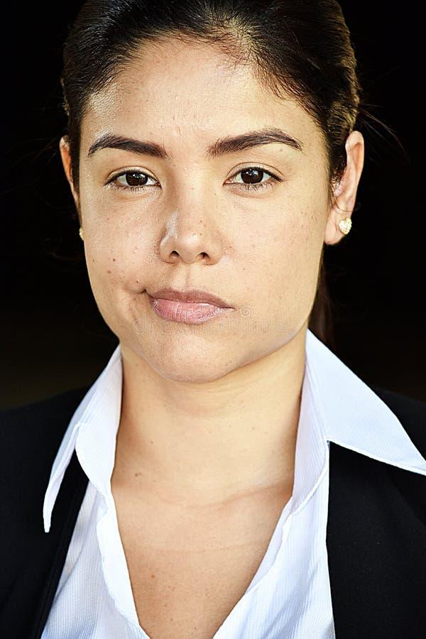 Kolumbijska Biznesowa kobieta Smirking fotografia royalty free
