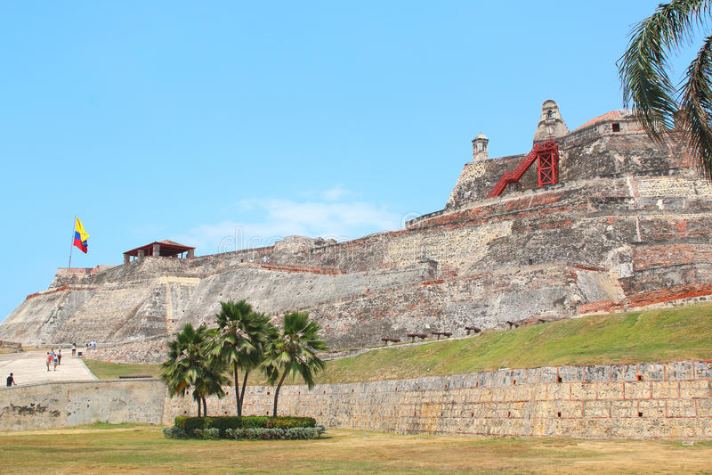 Kolumbijska flaga, Castillo San Felipe w Cartagena, Kolumbia zdjęcia royalty free