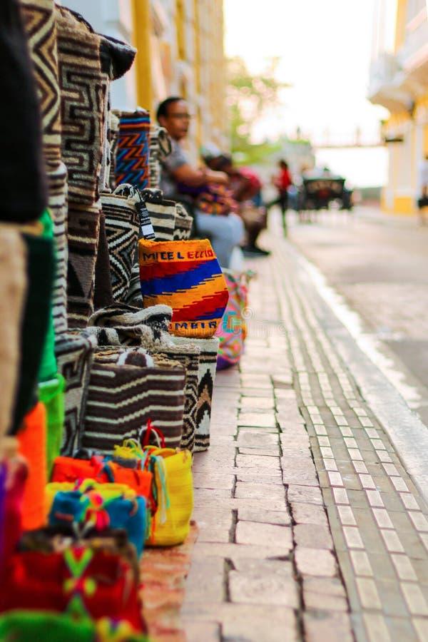Kolumbijskie torby w ulicie Cartagena De Indias obrazy royalty free