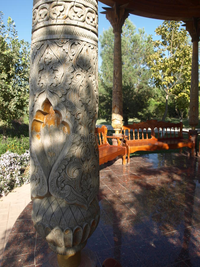 Kolumna w mauzoleumu Hakim al, Termiz zdjęcie royalty free